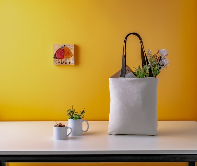 what is a tote bag | what to put in tote | is a tote bag handbag | types of tote bags | tote bag uses