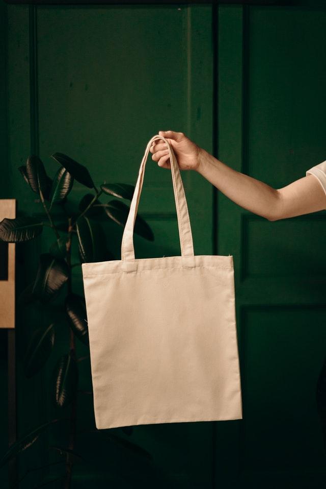 is a tote bag handbag